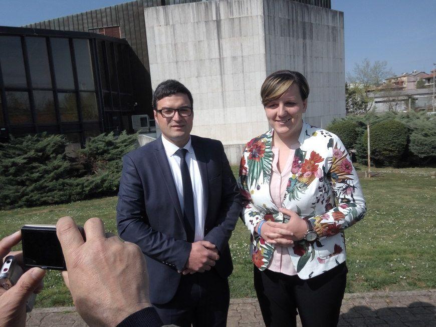 Aleksa Vale i Monika Udovičić ispred pazinskog Spomen-doma